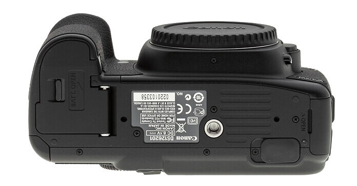 Canon-5D-Mark-II-Review-Bottom