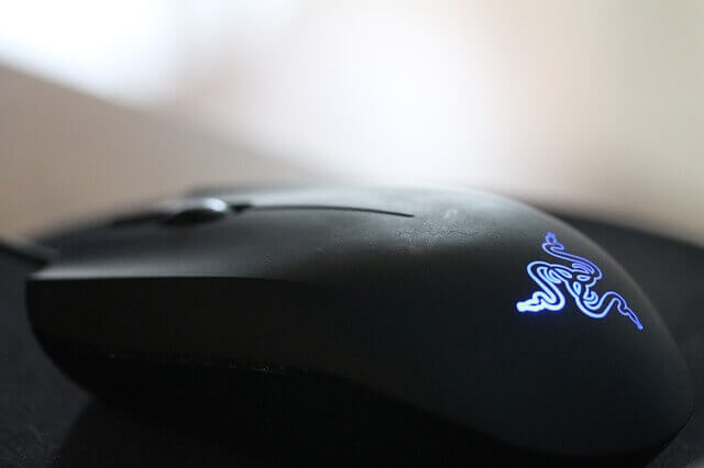 Razer-DeathAdder-Elite-Vs.-Chroma