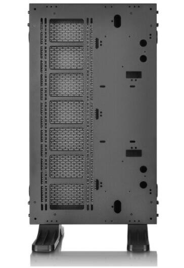 Thermaltake-Core-P7-ports